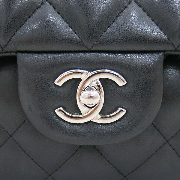 Chanel(샤넬) A58600 램스킨 블랙 클래식 점보 L사이즈 은장로고 체인 플랩 숄더백 [부산센텀본점] 이미지4 - 고이비토 중고명품