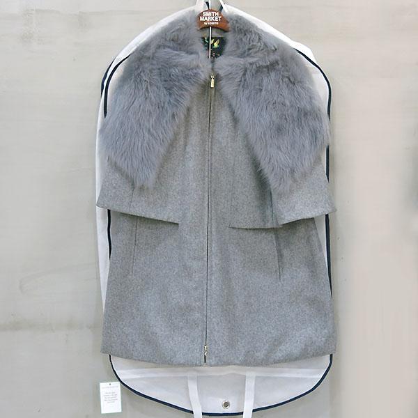 MONCLER(몽클레어) DARLA 그레이 컬러 시어링 블랜드 모피 여성용 코트 [부산센텀본점]