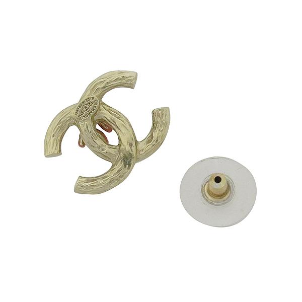 Chanel(샤넬) COCO 로고 장식 진주 커스텀 금장 귀걸이 [강남본점] 이미지3 - 고이비토 중고명품
