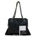 Chanel(샤넬) A18004Y01864 캐비어스킨 블랙 COCO로고 스티치 정방 금장 체인 숄더백 [부산센텀본점]