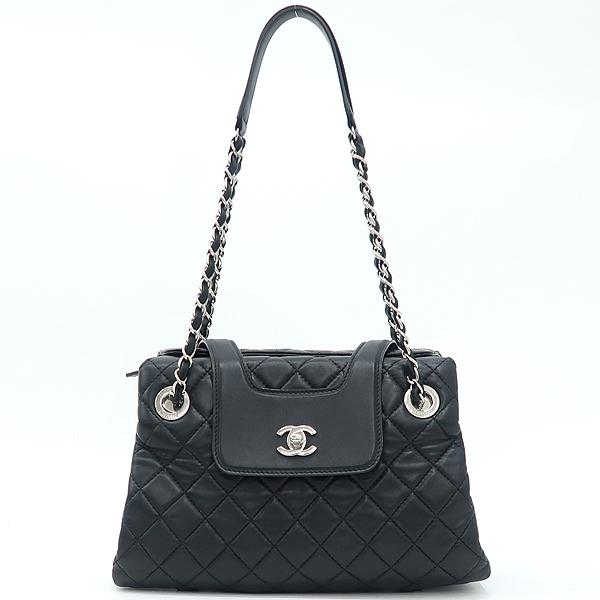 Chanel(샤넬) 은장 COCO로고 장식 블랙 램스킨 퀼팅 플랩 체인 숄더백 [강남본점] 이미지2 - 고이비토 중고명품