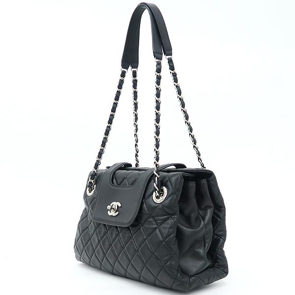 Chanel(샤넬) 은장 COCO로고 장식 블랙 램스킨 퀼팅 플랩 체인 숄더백 [강남본점] 이미지3 - 고이비토 중고명품