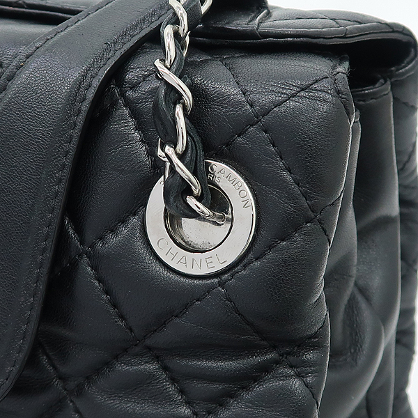 Chanel(샤넬) 은장 COCO로고 장식 블랙 램스킨 퀼팅 플랩 체인 숄더백 [강남본점] 이미지4 - 고이비토 중고명품