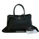 Chanel(샤넬) A15206Y04726 블랙 캐비어스킨 금장 로고 서프 2WAY+보조 파우치 [대구동성로점]