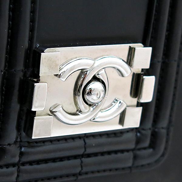 Chanel(샤넬) 블랙 레더 페이던트 보이 토트백  + 체인 숄더 스트랩 2WAY [부산센텀본점] 이미지4 - 고이비토 중고명품