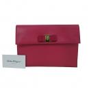 Ferragamo(페라가모) 22 C332 금장 로고 장식 핑크 사피아노 여성용 클러치 [대구동성로점]