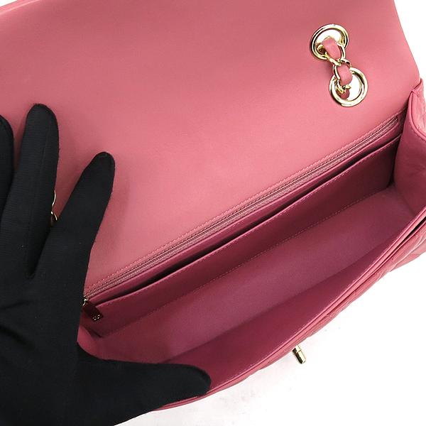 Chanel(샤넬) A90214 2014 프리컬렉션 핑크 컬러 램스킨 까멜리아 장식 클래식 M 사이즈 체인 숄더백 [강남본점] 이미지5 - 고이비토 중고명품