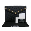 Chanel(샤넬) A70324Y33327 금장 COCO로고 장식 블랙 램스킨  플랩 클러치백 [부산센텀본점]