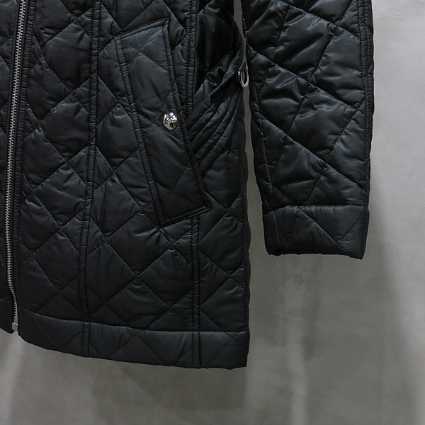 Burberry(버버리) 블랙 컬러 누빔 여성용 퀼팅 패딩 자켓 [인천점] 이미지4 - 고이비토 중고명품
