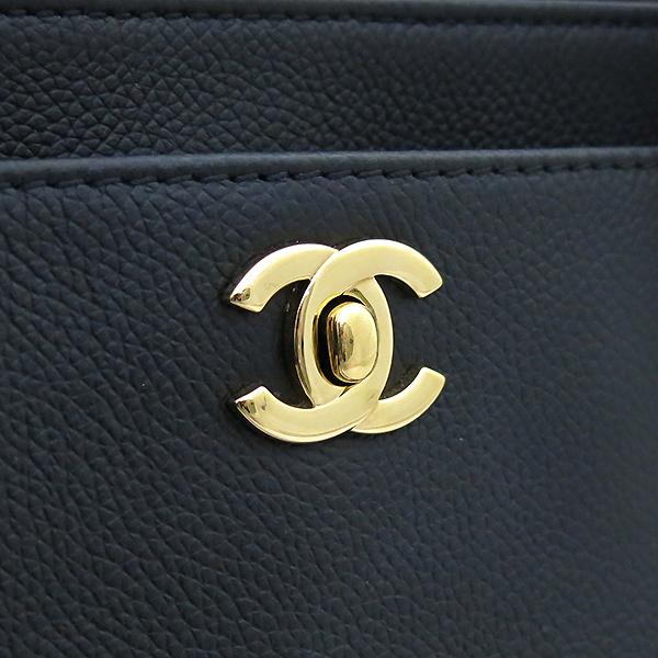 Chanel(샤넬) A15206Y01570 카프스킨 캐비어 블랙 금장 COCO로고 서프 토트백 + 숄더스트랩 2WAY [부산센텀본점]