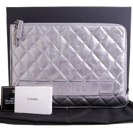 Chanel(샤넬) A82389 샤넬 실버 클러치 미듐[마산신세계점]w 이미지2 - 고이비토 중고명품