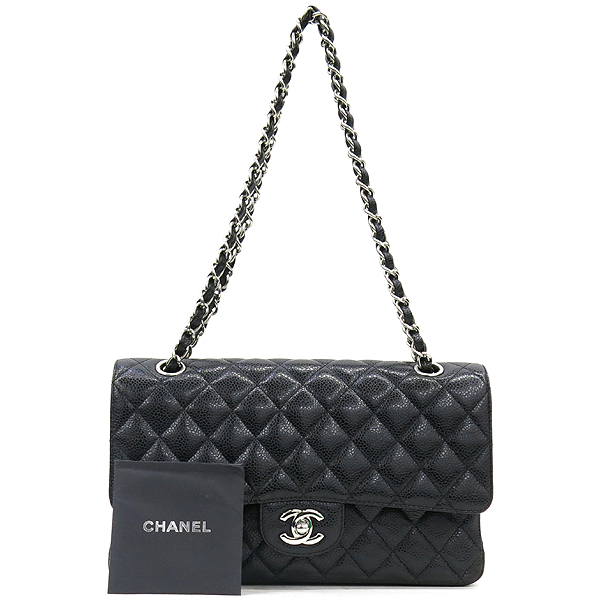 Chanel(샤넬) A0112Y01588 캐비어스킨 블랙 클래식 M사이즈 은장로고 체인 숄더백 [강남본점]