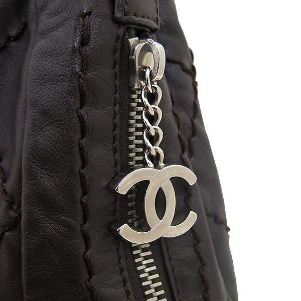 Chanel(샤넬) 브라운 레더 은장로고 와일드스티치  측면지퍼 숄더백 [부산센텀본점] 이미지3 - 고이비토 중고명품