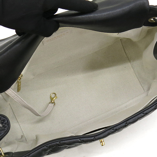Chanel(샤넬) 캐비어 스킨 블랙 컬러 와일드 스티치 플랩 숄더백 [강남본점] 이미지5 - 고이비토 중고명품