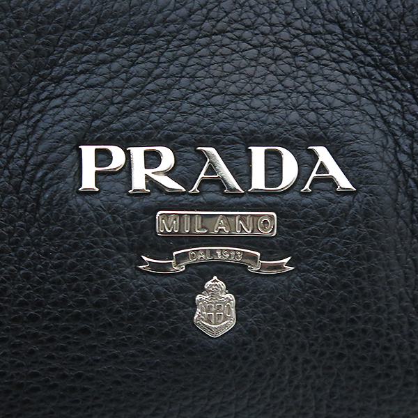Prada(프라다) BR5096 VIT.DAINO(비텔로다이노) 은장 로고 장식 블랙 레더 피닉스 숄더백 [부산센텀본점]