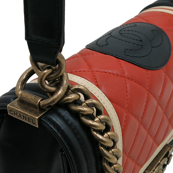Chanel(샤넬) A67086 2016 크루즈컬렉션  CREST 보이샤넬 M사이즈 램스킨금장 빈티지 체인 숄더백 [인천점] 이미지5 - 고이비토 중고명품