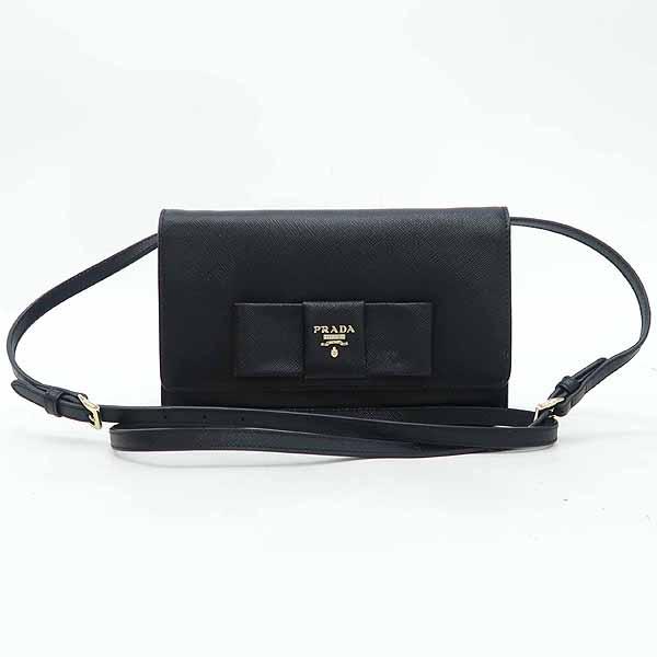 Prada(프라다) 1BH009 블랙 컬러 SAFFIANO(사피아노) 레더 금장 로고 리본 장식 미니 크로스백 [강남본점] 이미지2 - 고이비토 중고명품