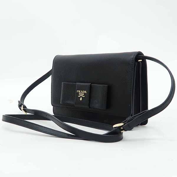 Prada(프라다) 1BH009 블랙 컬러 SAFFIANO(사피아노) 레더 금장 로고 리본 장식 미니 크로스백 [강남본점] 이미지3 - 고이비토 중고명품