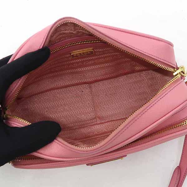 Prada(프라다) BT1010 핑크 컬러 사피아노 레더 삼각 로고 장식 카메라 케이스 크로스백 [강남본점] 이미지4 - 고이비토 중고명품