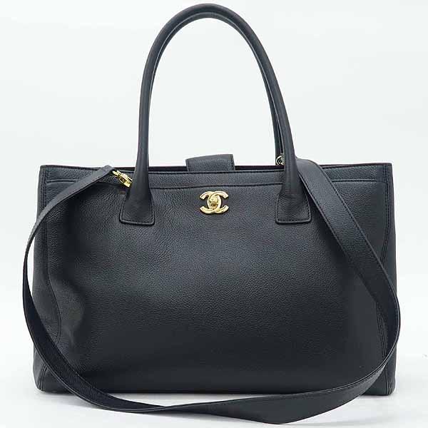 Chanel(샤넬) A15206Y04726 블랙 캐비어스킨 금장 로고 서프 2WAY+보조 파우치 [강남본점] 이미지2 - 고이비토 중고명품