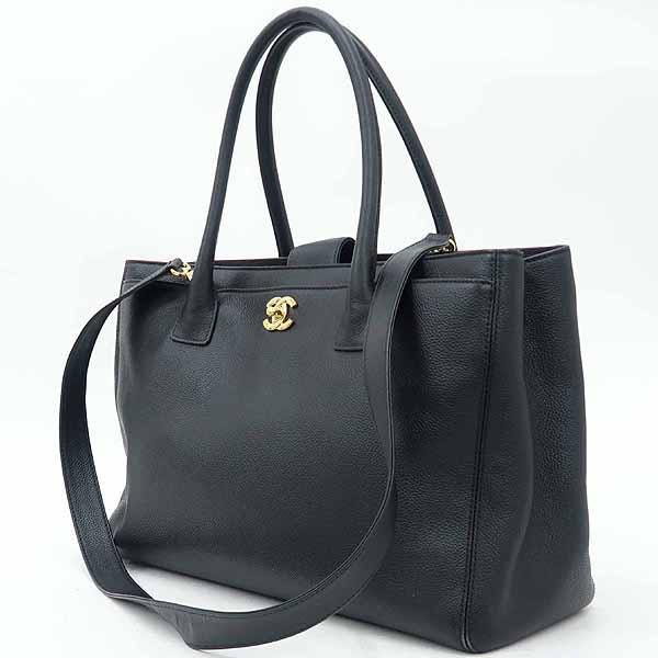 Chanel(샤넬) A15206Y04726 블랙 캐비어스킨 금장 로고 서프 2WAY+보조 파우치 [강남본점] 이미지3 - 고이비토 중고명품