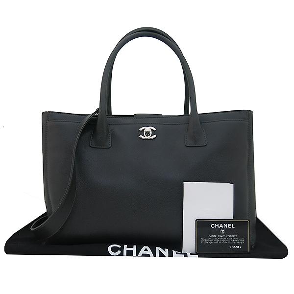 Chanel(샤넬) A15206 카프스킨 다크 그레이 COCO 메탈 은장로고 서프 토트백 + 숄더스트랩 2WAY [부산센텀본점]