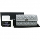 Chanel(샤넬) A80286Y82342 실버 컬러 보이샤넬 실버 메탈 캐비어스킨 플랩 장지갑 [강남본점]