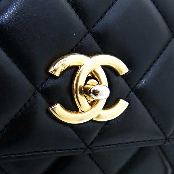 Chanel(샤넬) A92236 램스킨 블랙 컬러 퀼팅 TRENDY CC 트렌디 CC 핸들 골드메탈 금장로고 플랩 토트백 + 체인스트랩 2WAY [부산센텀본점] 이미지4 - 고이비토 중고명품