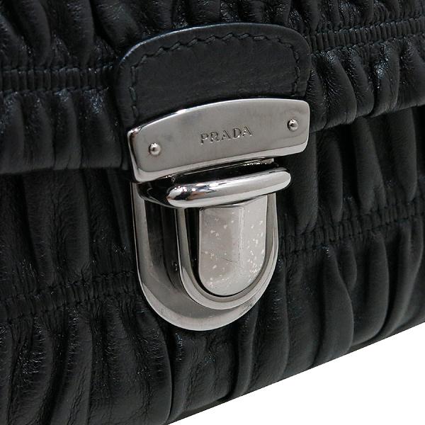 Prada(프라다) BR4553 블랙 컬러 램스킨 나파 고프레 은장 체인 숄더백 [인천점] 이미지4 - 고이비토 중고명품