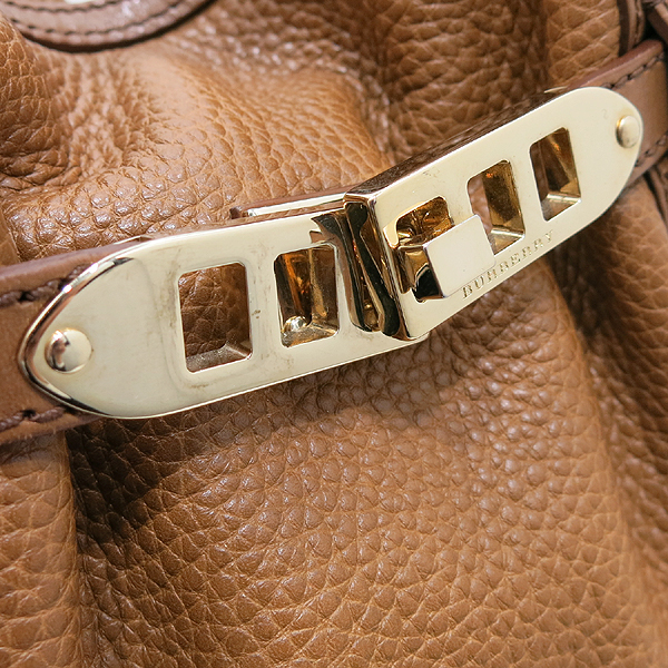 Burberry(버버리) 3884052 카멜 컬러 레더 금장 벨트 락 장식 호보 L 사이즈 토트백 + 숄더스트랩 2WAY [인천점] 이미지5 - 고이비토 중고명품