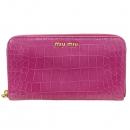 MiuMiu(미우미우) 핑크 컬러 레더 금장 로고 장식 크로커다일 패턴 집업 장지갑 [강남본점]