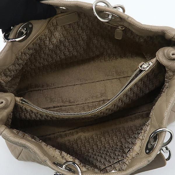 Dior(크리스챤디올) CAL449561 베이지 까나쥬 디올 참 장식 은장체인 숄더백 [강남본점] 이미지4 - 고이비토 중고명품