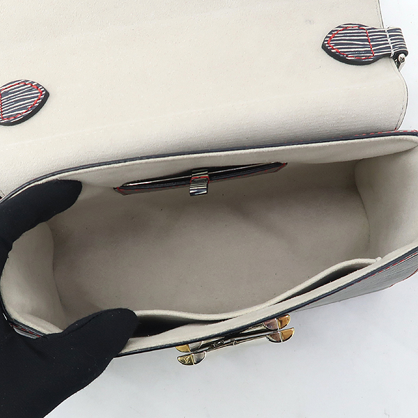 Louis Vuitton(루이비통) M50272 에삐 다크 데님 컬러 트위스트 MM 시그니처 LV 트위스트 락 체인 플랩 크로스백 [강남본점] 이미지4 - 고이비토 중고명품