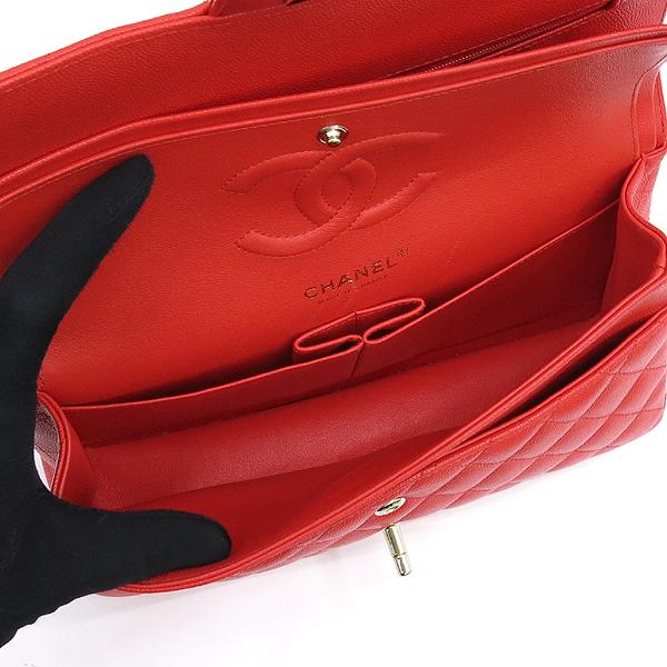 Chanel(샤넬) A01112Y33352 5B651 캐비어스킨 레드컬러 클래식 M사이즈 골드메탈 금장로고 턴 락 디테일 체인 플랩 숄더백 [강남본점] 이미지5 - 고이비토 중고명품