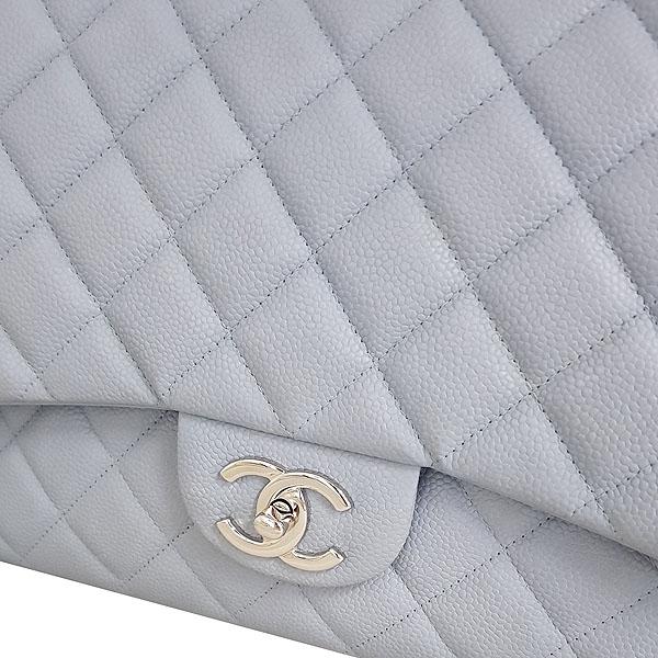 Chanel(샤넬) A58601Y07525 스카이블루 캐비어스킨 클래식 맥시 사이즈 은장 체인 숄더백 [동대문점] 이미지5 - 고이비토 중고명품