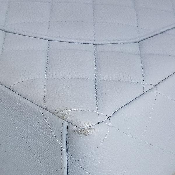 Chanel(샤넬) A58601Y07525 스카이블루 캐비어스킨 클래식 맥시 사이즈 은장 체인 숄더백 [동대문점] 이미지6 - 고이비토 중고명품