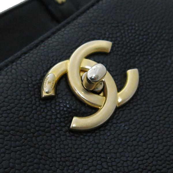 Chanel(샤넬) A93758Y6133994305 금장 COCO로고 그레인드 카프스킨 토트백 + 숄더 스트랩  2WAY [부산센텀본점] 이미지5 - 고이비토 중고명품