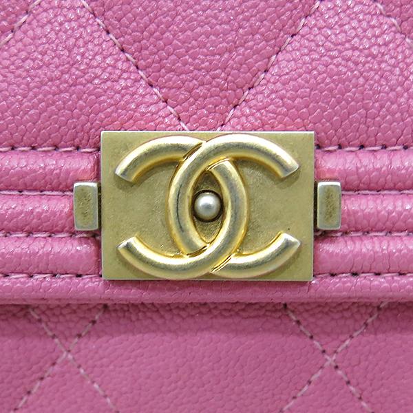 Chanel(샤넬) A80286Y836215B648 금장 보이 핑크 그레인드 카프스킨 장지갑 [부산센텀본점] 이미지4 - 고이비토 중고명품