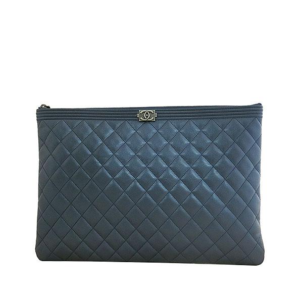 Chanel(샤넬) A80570 네이비 메탈릭 컬러 캐비어스킨 퀼팅 은장 보이 L사이즈 클러치백 [대구동성로점]