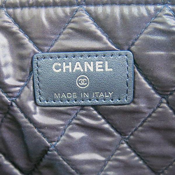 Chanel(샤넬) A80570 네이비 메탈릭 컬러 캐비어스킨 퀼팅 은장 보이 L사이즈 클러치백 [대구동성로점] 이미지6 - 고이비토 중고명품