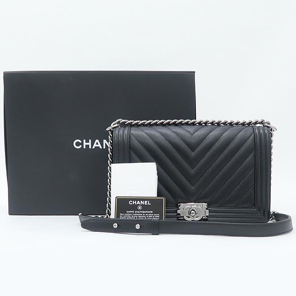 Chanel(샤넬) A92193Y83573 쉐브론 보이샤넬 블랙 캐비어스킨 M 은장 체인 숄더백 [강남본점]