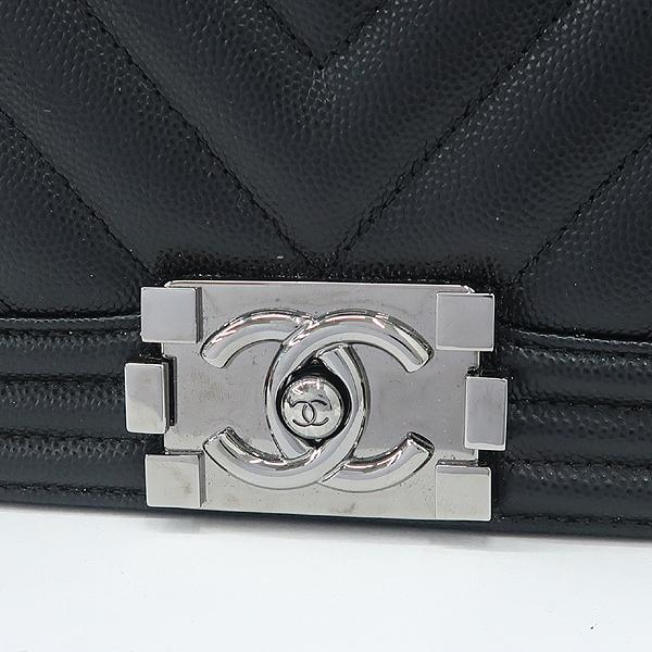 Chanel(샤넬) A92193Y83573 쉐브론 보이샤넬 블랙 캐비어스킨 M 은장 체인 숄더백 [강남본점] 이미지4 - 고이비토 중고명품