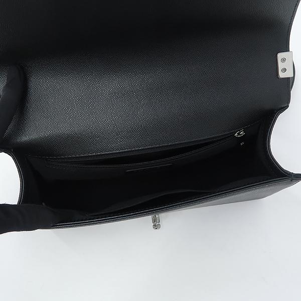 Chanel(샤넬) A92193Y83573 쉐브론 보이샤넬 블랙 캐비어스킨 M 은장 체인 숄더백 [강남본점] 이미지5 - 고이비토 중고명품