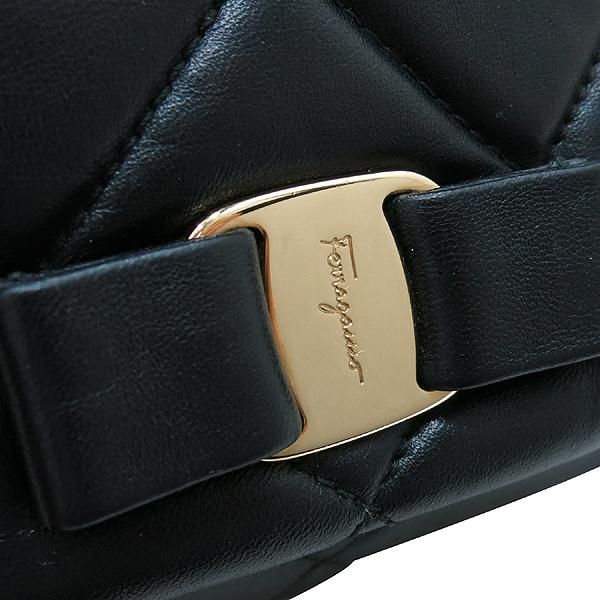 Ferragamo(페라가모) 22 C150 블랙 레더 금장 바라 장식 퀼팅 체인 크로스백 [인천점] 이미지4 - 고이비토 중고명품