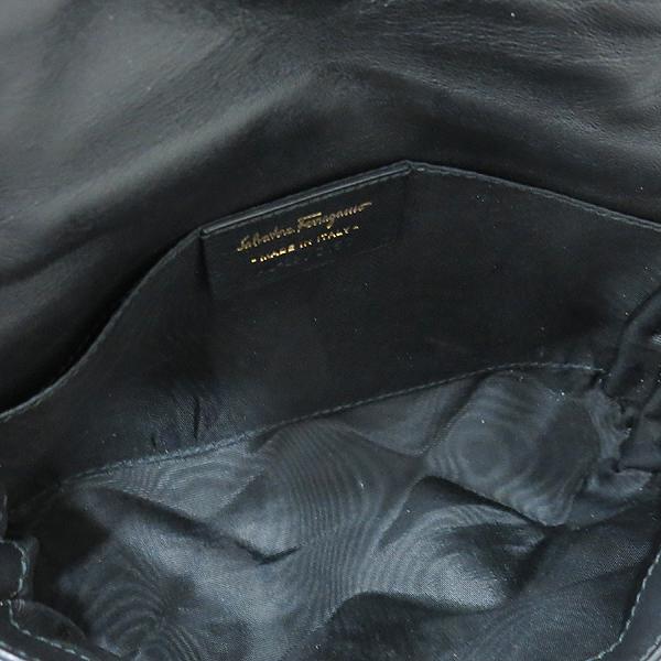 Ferragamo(페라가모) 22 C150 블랙 레더 금장 바라 장식 퀼팅 체인 크로스백 [인천점] 이미지6 - 고이비토 중고명품