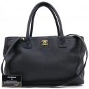 Chanel(샤넬) A15206Y01570 카프스킨 캐비어 블랙 금장 COCO로고 서프 토트백 + 숄더스트랩 2WAY [강남본점]