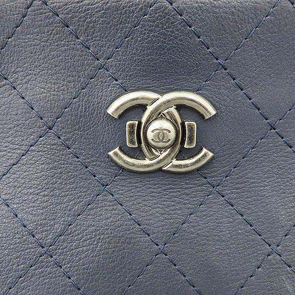 Chanel(샤넬) COCO 메탈릭 로고 네이비 컬러 체인 숄더백 [대구황금점] 이미지5 - 고이비토 중고명품