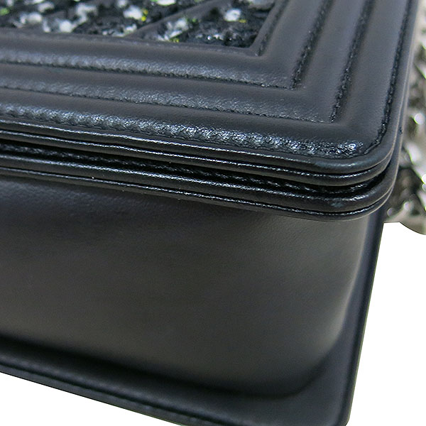 Chanel(샤넬) A67085 블랙 트위드 BOY CHANEL 보이 샤넬 쉐브론 은장 체인 플랩 숄더백 [대구동성로점] 이미지5 - 고이비토 중고명품