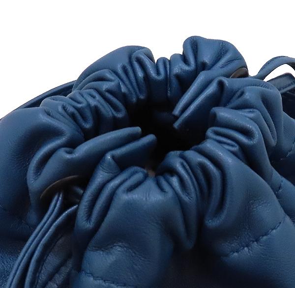 BOTTEGAVENETA(보테가베네타) 블루 컬러 나파 램스킨 레더 인트레치아토 바스켓 크로스바디 백 [인천점] 이미지4 - 고이비토 중고명품