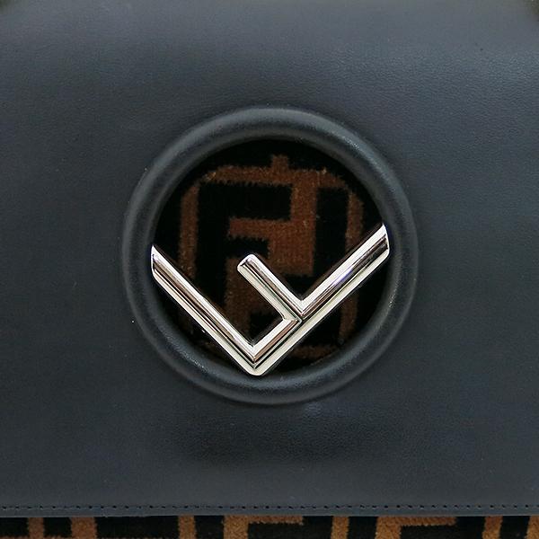 Fendi(펜디) 8BT286 블랙 컬러 레더 은장 로고 KAN I (칸 아이) 숄더백 겸 크로스백 [부산서면롯데점] 이미지4 - 고이비토 중고명품
